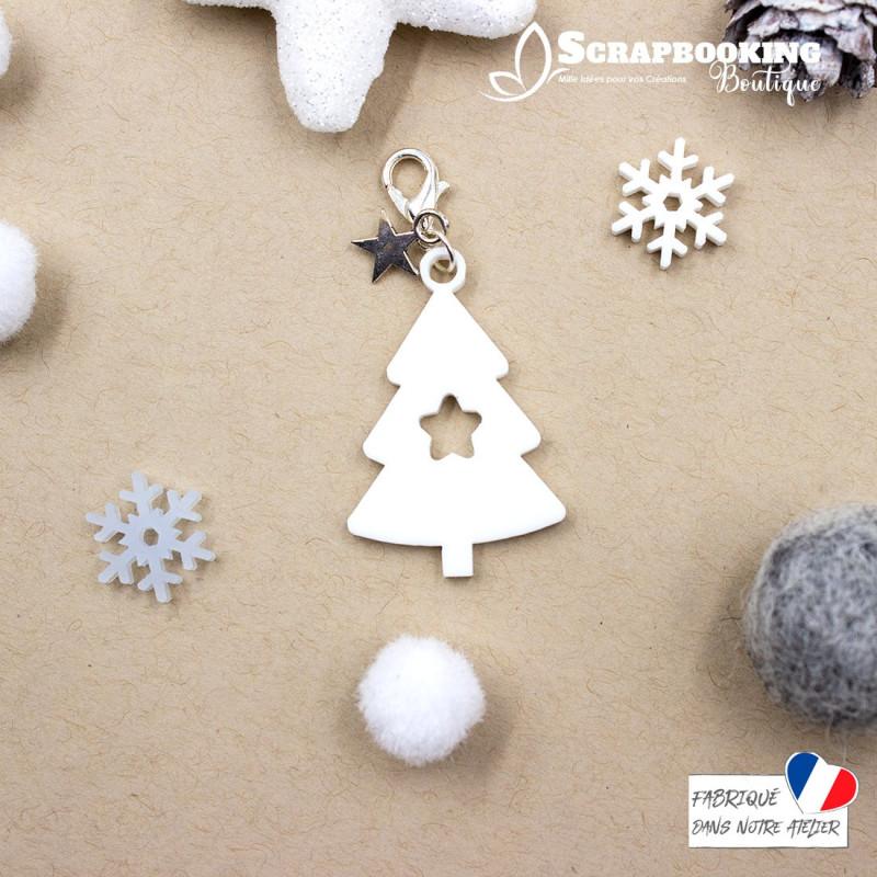 Breloque charm sapin de Noël blanc avec étoile en son centre avec fermoir étoile argenté brillant SCRAPMOUSET
