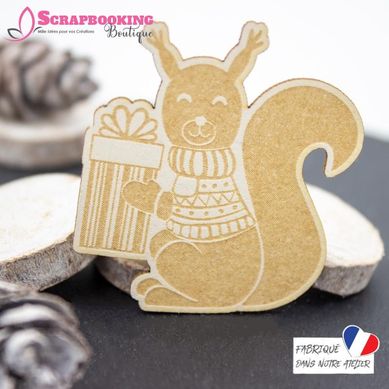 Chipboard écureuil avec pull en laine et cadeau en carton bois SCRAPMOUSET