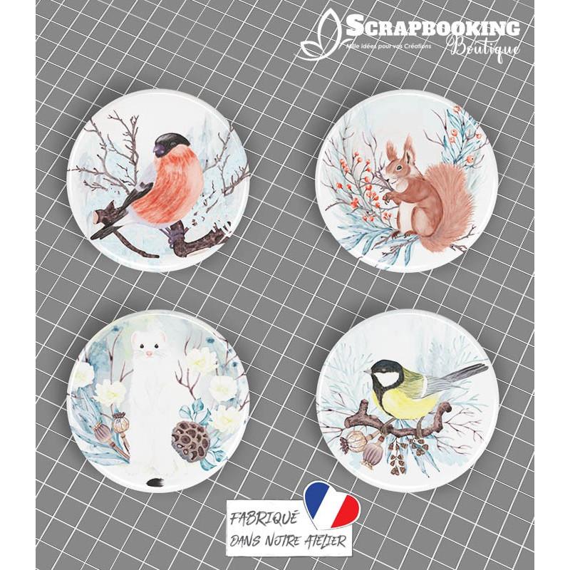 Lot de 4 badges 25mm à dos plat collection Hello Winter Série 1 SCRAPMOUSET