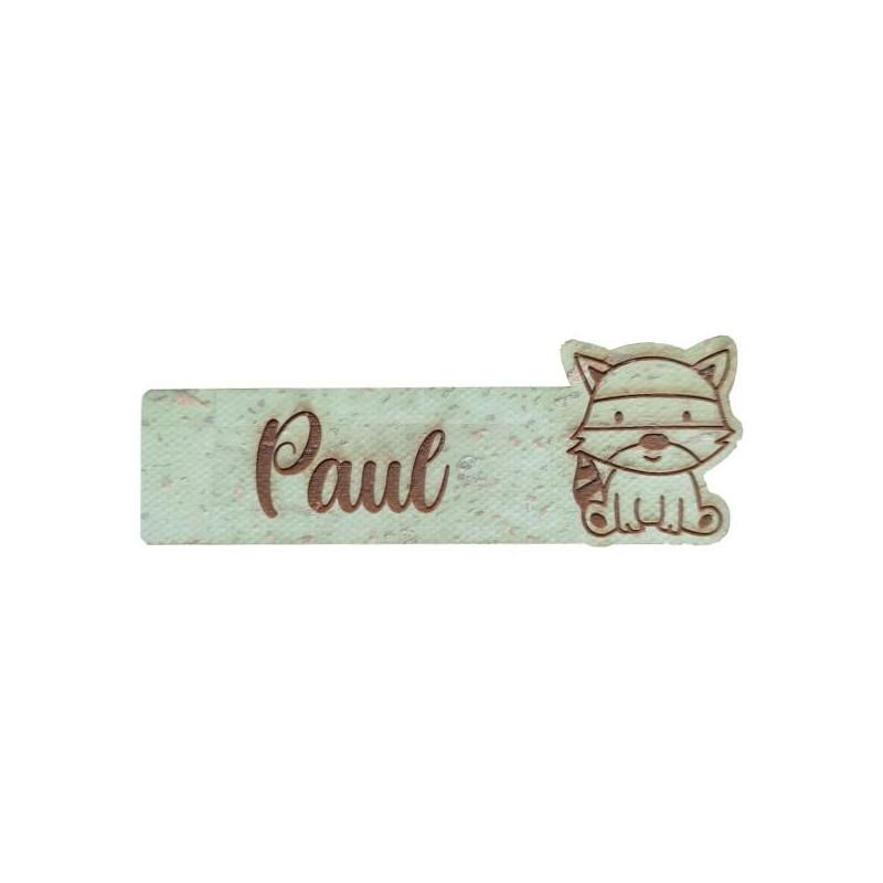Étiquette en liège personnalisée avec prénom et assorti d'une figurine de raton laveur plusieurs coloris au choix SCRAPMOUSET