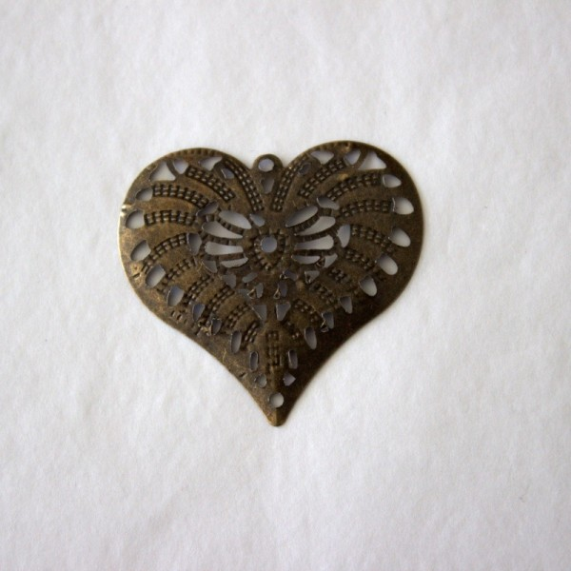 Coeur filigrane en métal bronze