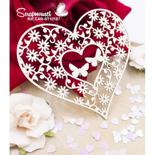 Embellissement coeur papillons et fleurs en carton bois de Scrapmouset