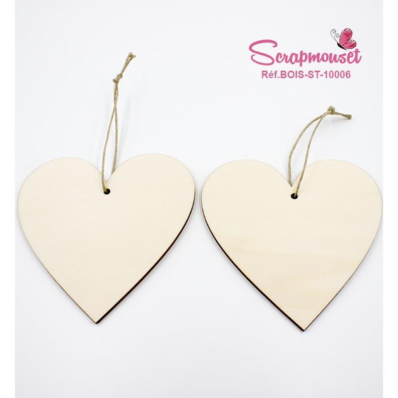 Coeurs en bois à suspendre et à décorer