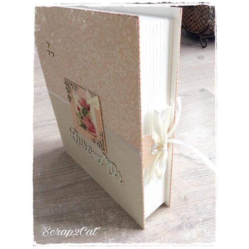 """Embellissement """"Livre d'Or papillon et coeur"""" en carton bois de Scrapmouset"""