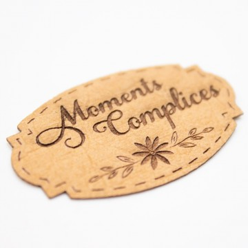 Étiquette moments complices aspect cuir Scrapmouset