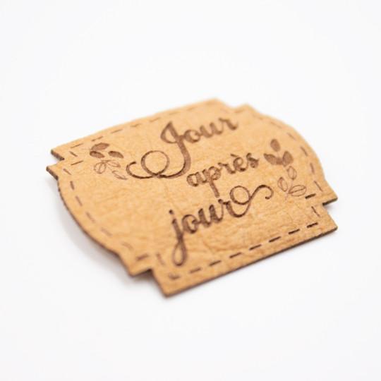 Étiquette Jour après jour aspect cuir Scrapmouset