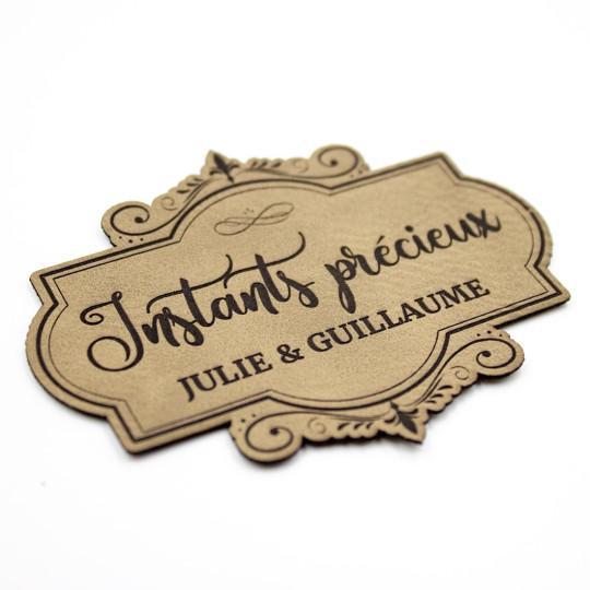 Etiquette à personnaliser en cuir avec le mot Instants précieux SCRAPMOUSET